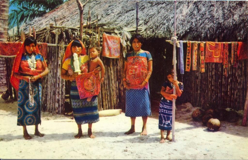 Indiani Cuna con Molas a San Blas Islands- Panama