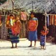 A San Blas Islands, le isolette appena fuori il canale di Panama, le donne Kuna indossano gonne lunghe fino alle caviglie e camicette dai variopinti […]