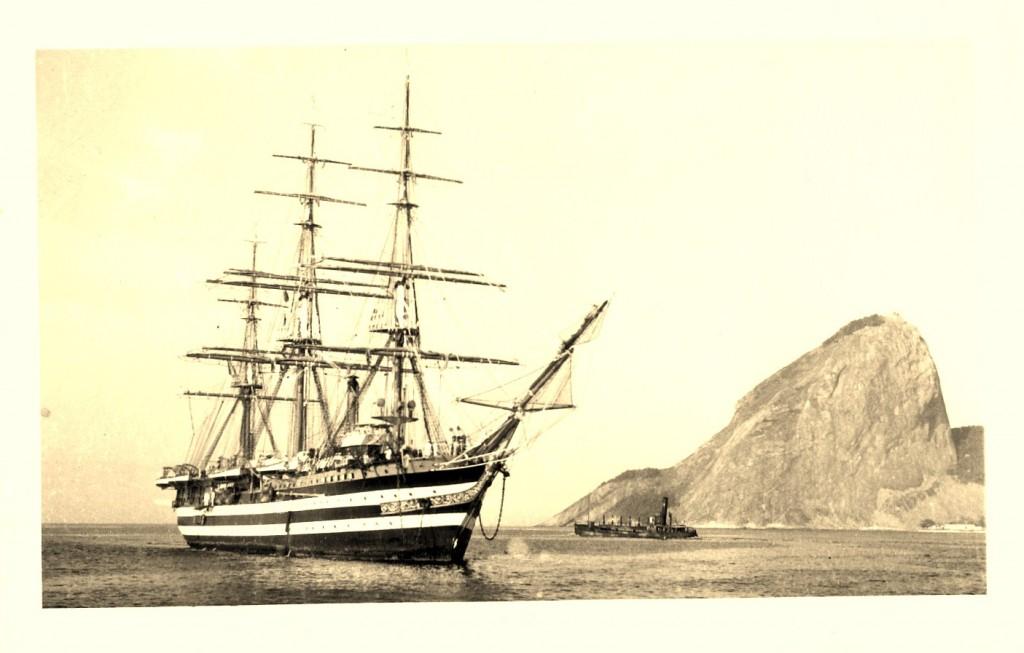 il Vespucci in rada a Rio de Janeiro